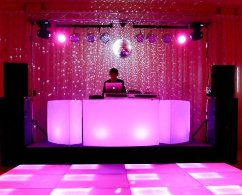 DJ Booth huren rond