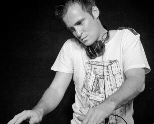 DJ Ron Huren