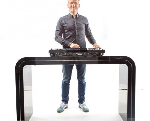 Verhuur DJ meubel zwart hooglans